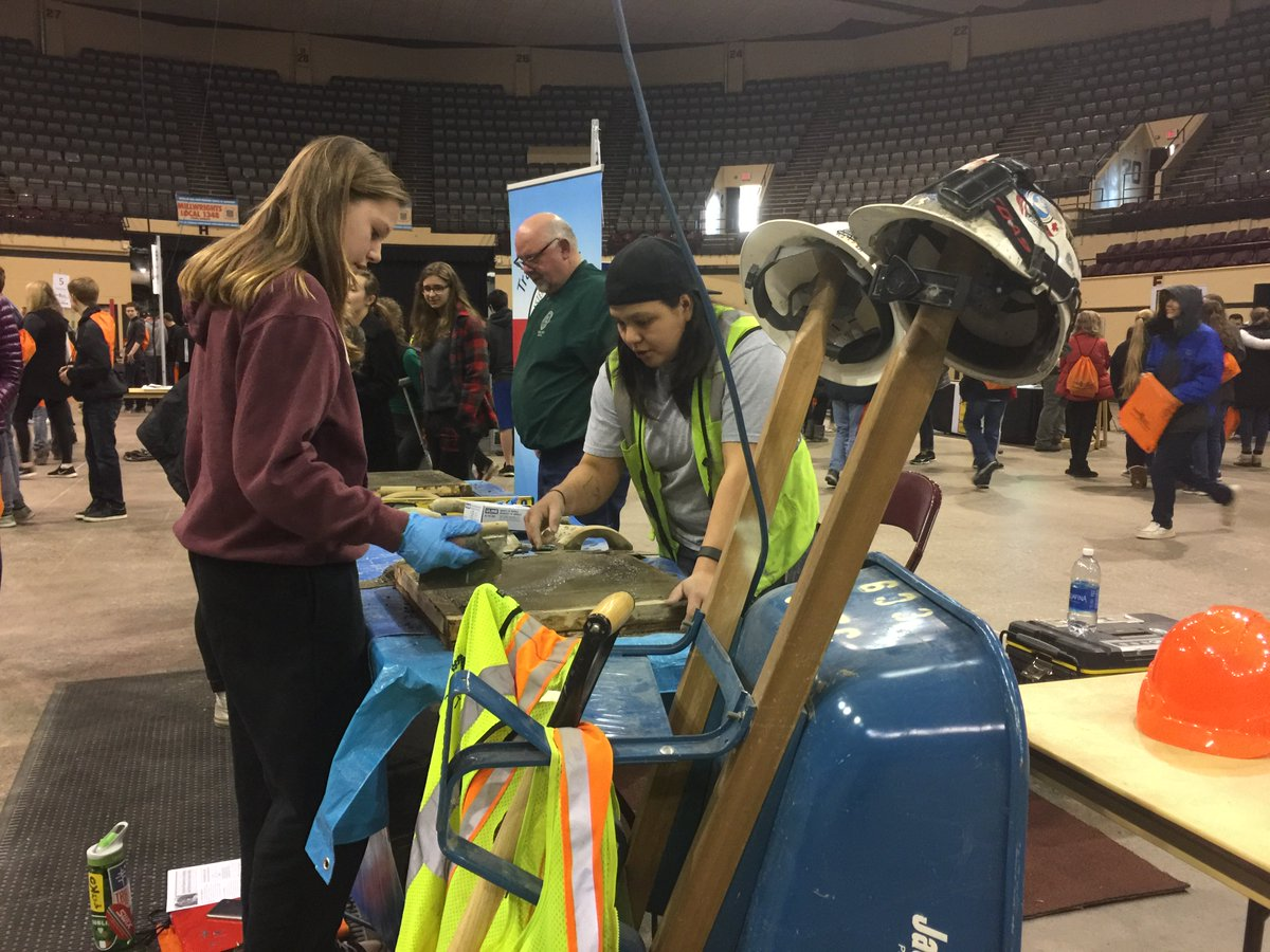 sen al franken on twitter last week nearly 1 000 students in nearly 1 000 students in duluth got the chance to experience work performed in various building and construction trade careers t co on75xoap0z