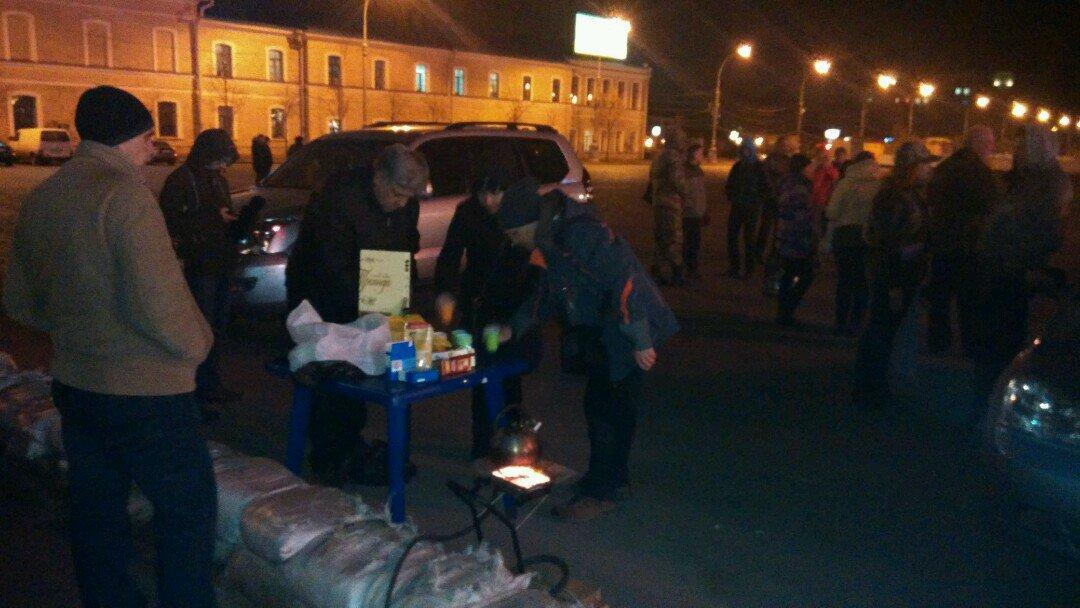Протестующие зашли в здание Волынской ОГА и требуют освободить задержанных участников блокады на Донбассе - Цензор.НЕТ 5062