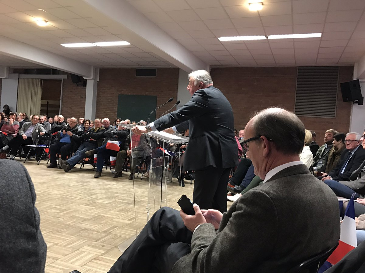 En direct d'Ecuires pour un meeting de soutien à #Fillon2017_fr avec Gérard Larcher, @DFasquelle,@RAPINJF   http://www. ramdani2017.fr    pic.twitter.com/Qe9FAQF2G9