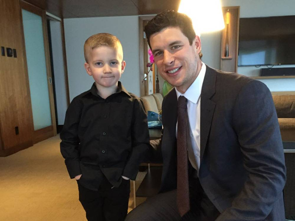 Sidney Crosby makes time to cheer up B.C. boy battling brain tumours https://t.co/PD7QiuJHUX https://t.co/x2FBlZfY21