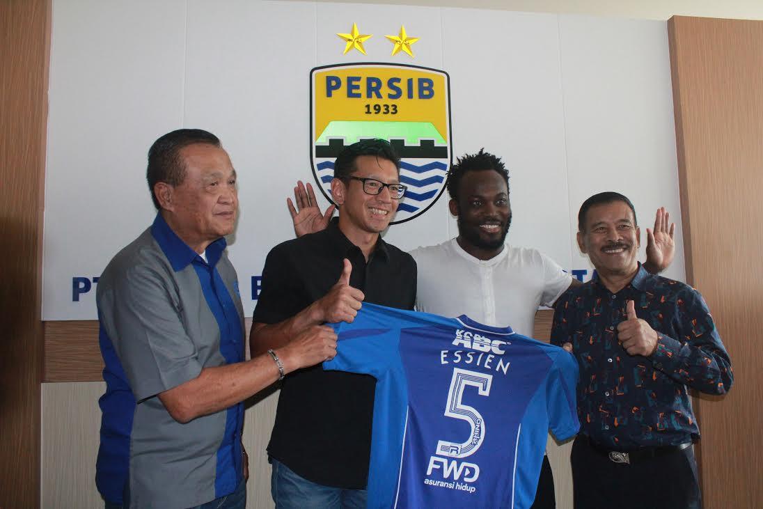Resultado de imagen de michael essien super liga indonesia