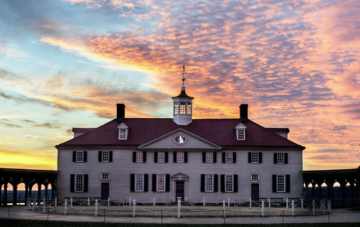 We love this image of a cotton candy sky behind Mount Vernon! Photo by Buddy Secor. https://t.co/5ZMKs7fbxT