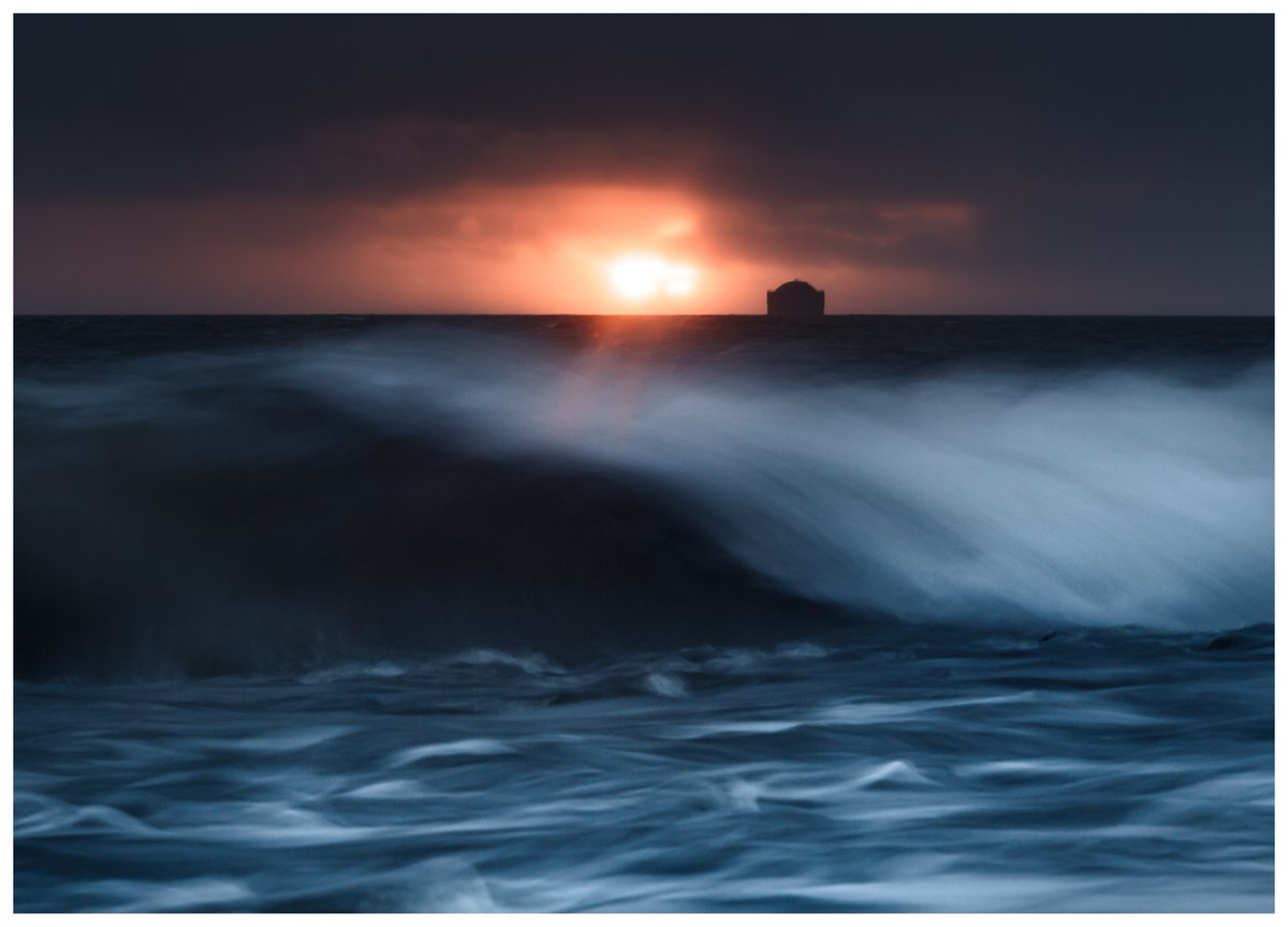 Both dawn and the wave break just right for @Danamatronic, getting him onto the #WexMondays shortlist https://t.co/1XmBaCNJFQ