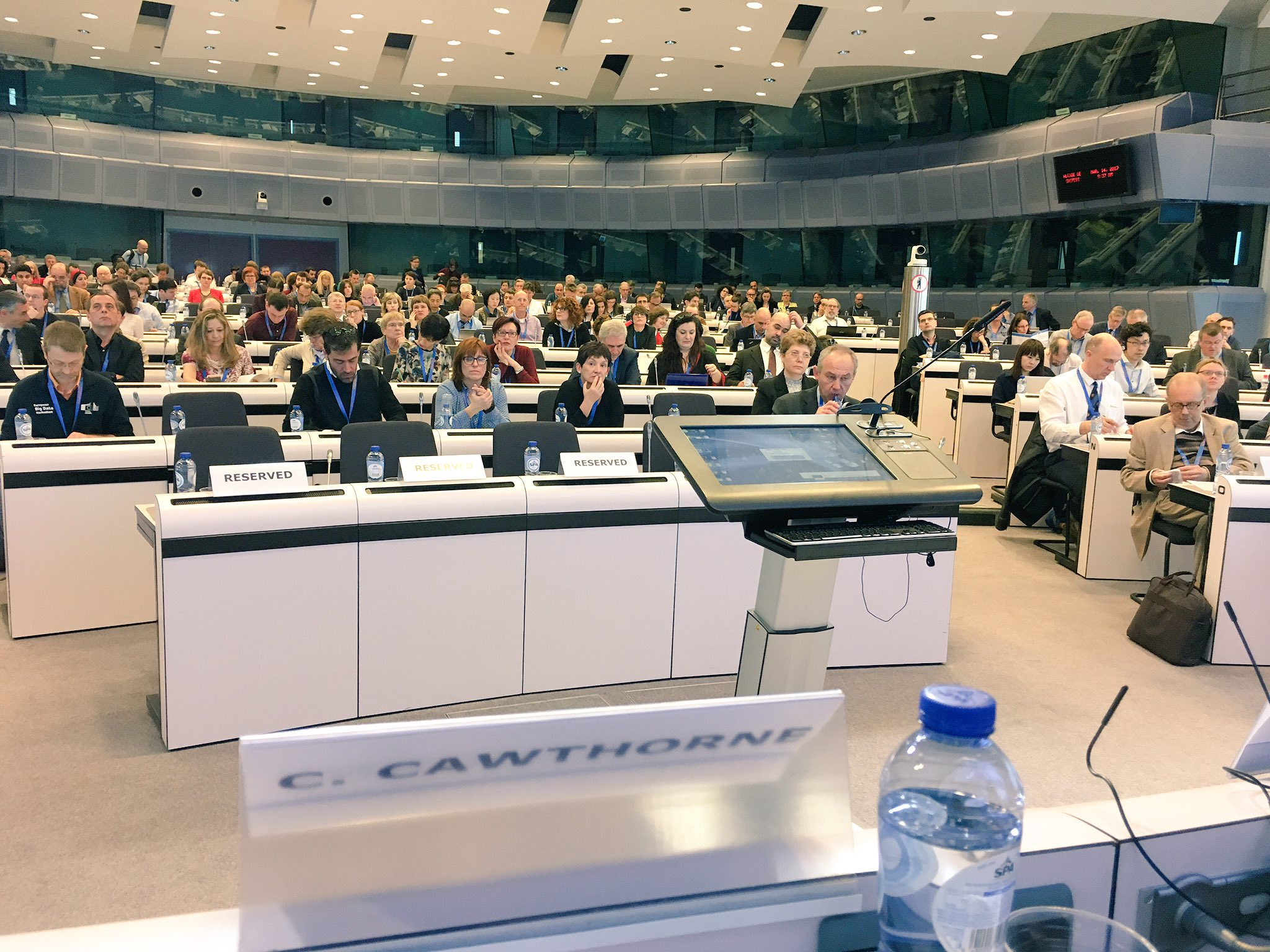 I've popped over to #NTTS2017 to give a keynote on why statisticians should be marketers too. It's packed! https://t.co/nzm9TxcWK5