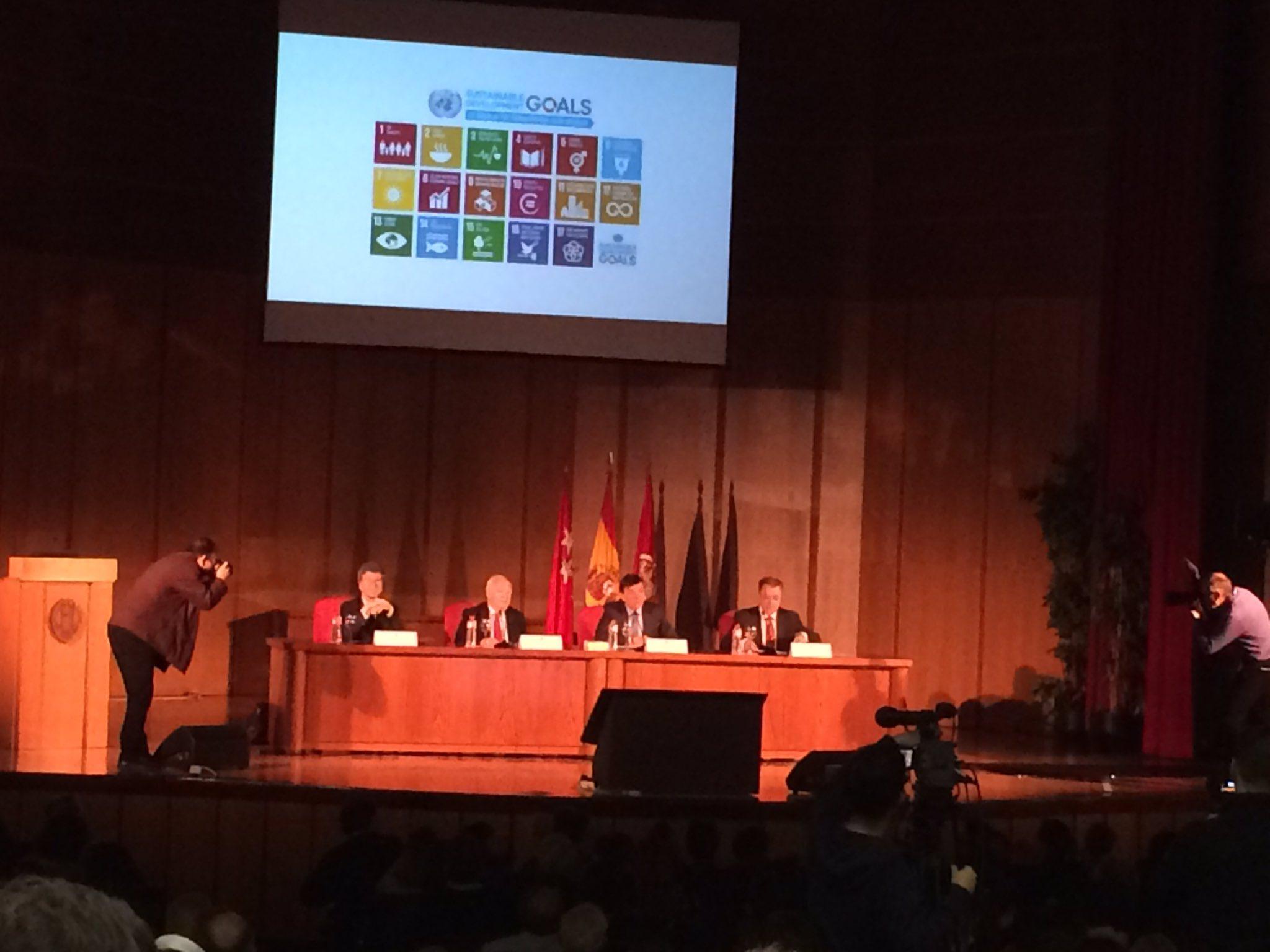 Escuchando a Jeffrey Sachs: Agenda 2030 (ODS) y la universidad en la UCM. Cc. .@g_escribano @iolivie @vivecisneros https://t.co/BTOIvcpHrI