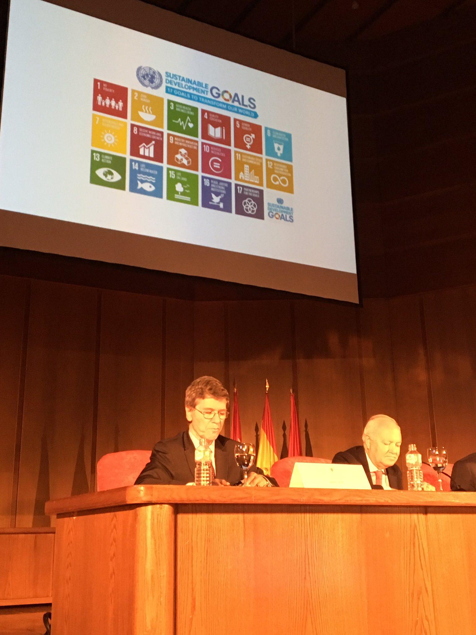Estamos en la conferencia de @JeffDSachs presidente de @reds_sdsn en CIU para hablar de los #ODS #Agenda2030 en las universidades españolas https://t.co/WmJSWmzaJT