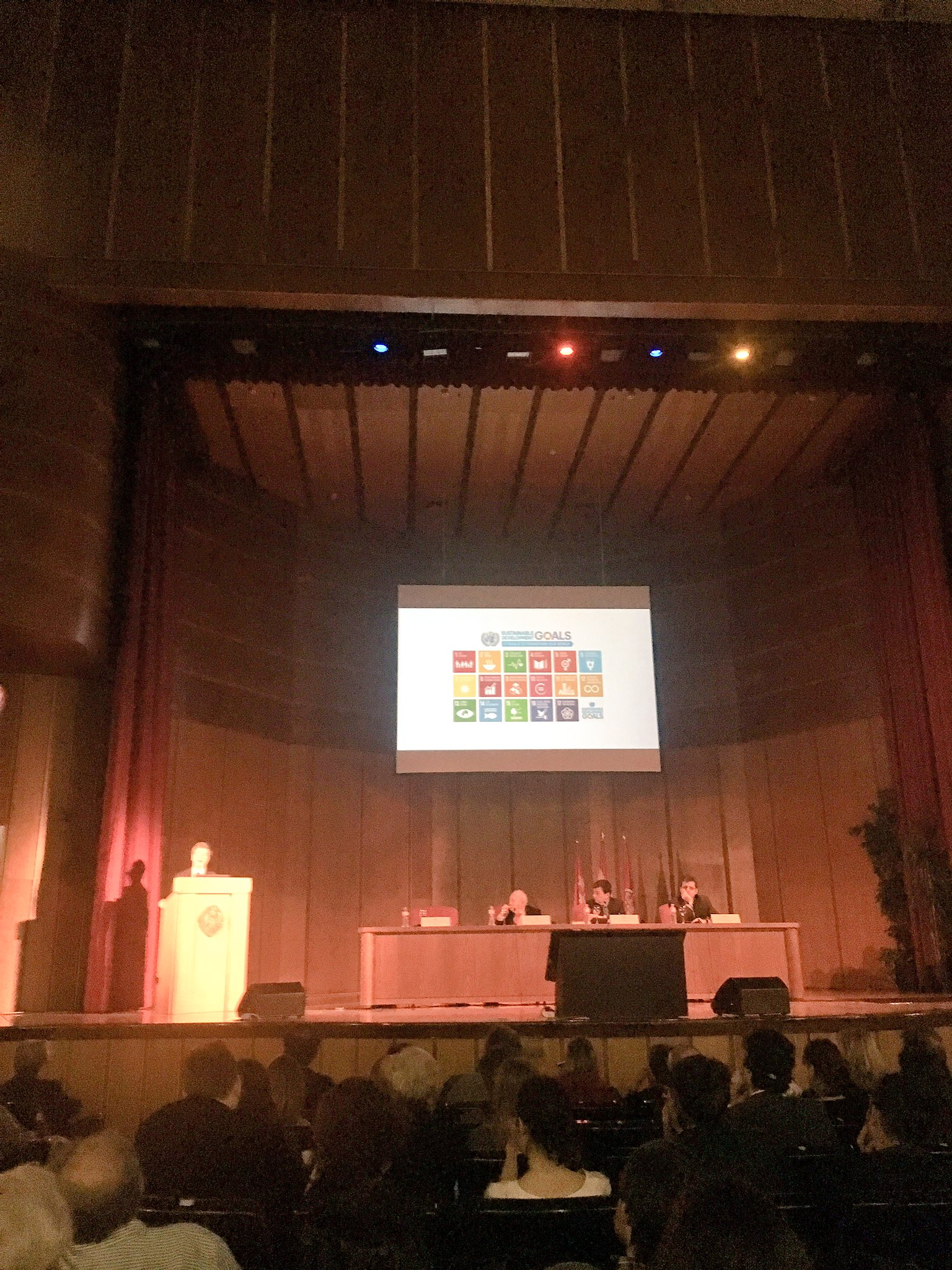 Prof. @JeffDSachs talking about #SDGs #Agenda2030 #ODS at @unicomplutense https://t.co/l5WfxbsZVb