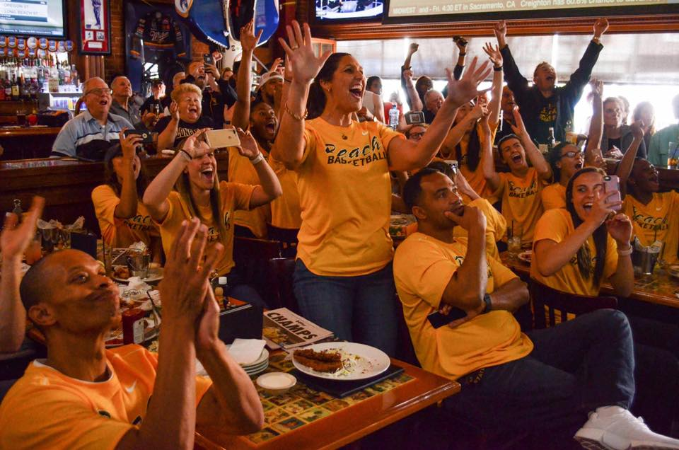 .@beachwbb found out their @NCAA opponent at Legends Monday. #Sports #LBSU #NCAA #49erNow https://t.co/4MQTtG8qFr https://t.co/cZDhVQCk85