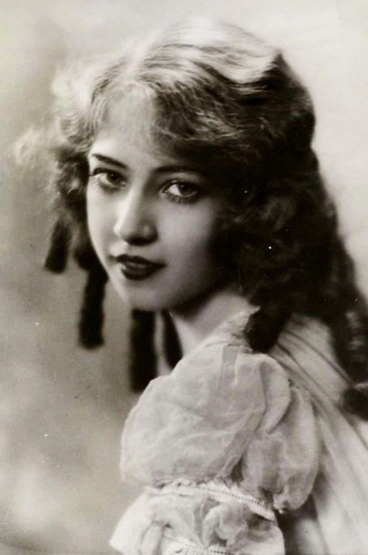 Happy Birthday to actress/singer/dancer Doris Eaton Travis (1904 – 2010). #DorisEatonTravis <br>http://pic.twitter.com/CLgaeeIUXQ