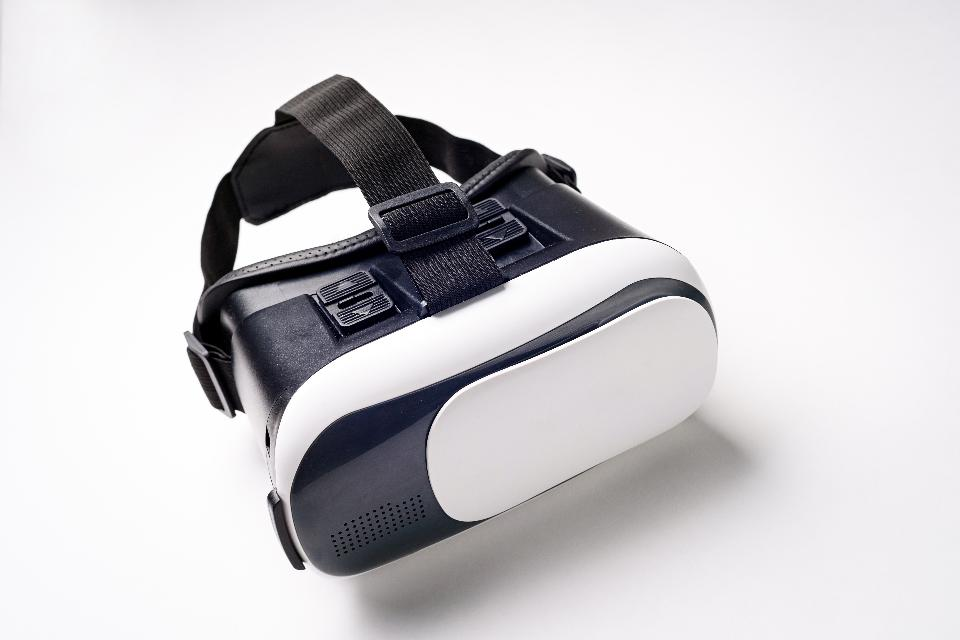 How Virtual Reality Helps Older Adults