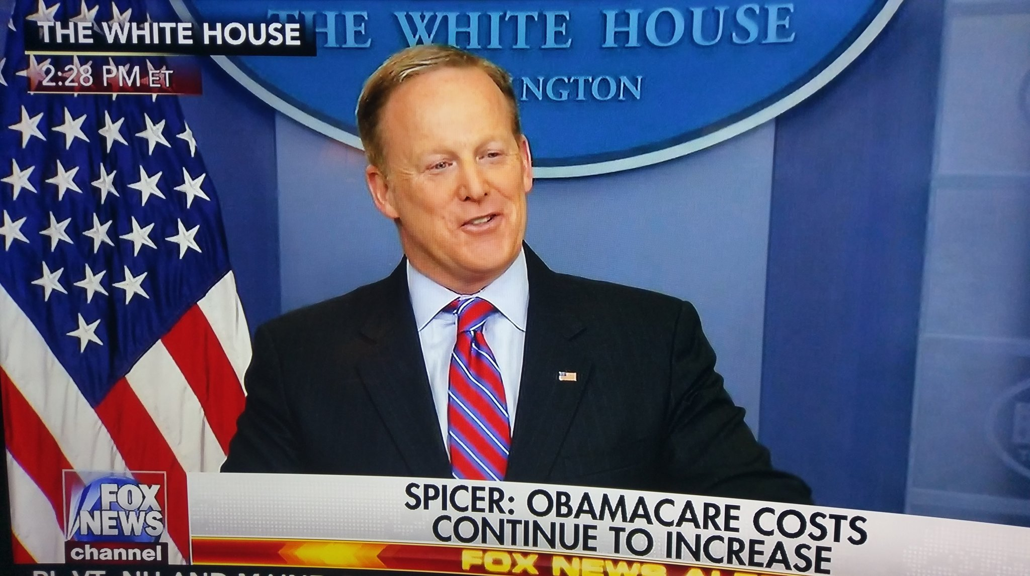 Watch @PressSec 🗯🥊Destroy 💥 #FakeCBOrpt ❎ #ObamaCare ❎ Start YouTube 📽 at 1:00 HR Time https://t.co/kLDApg2zOq  @realDonaldTrump  #MAGA 🇺🇸🦅 https://t.co/s5B96kvD7M