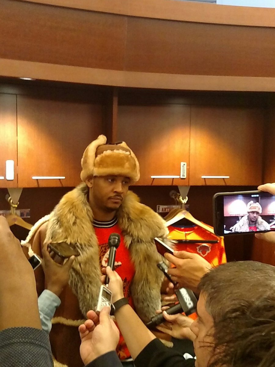 Carmelo Anthony is all bundled up. https://t.co/nq5voq7uWX