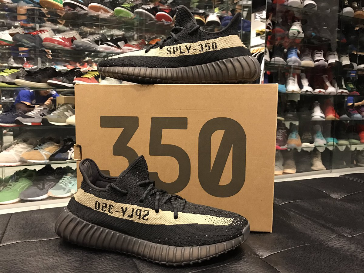 Opening with a hot deal to melt of the snow !   $400 #Yeezy Copper !  23 RT's and we'll name the size ! https://t.co/xtraJVPCKm
