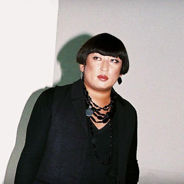 「一番のオシャレは裸」ロバート秋山扮するデザイナー・YOKO FUCHIGAMIが初の書籍発売、ロングインタビューを収録 fashion-press.net/news/29598