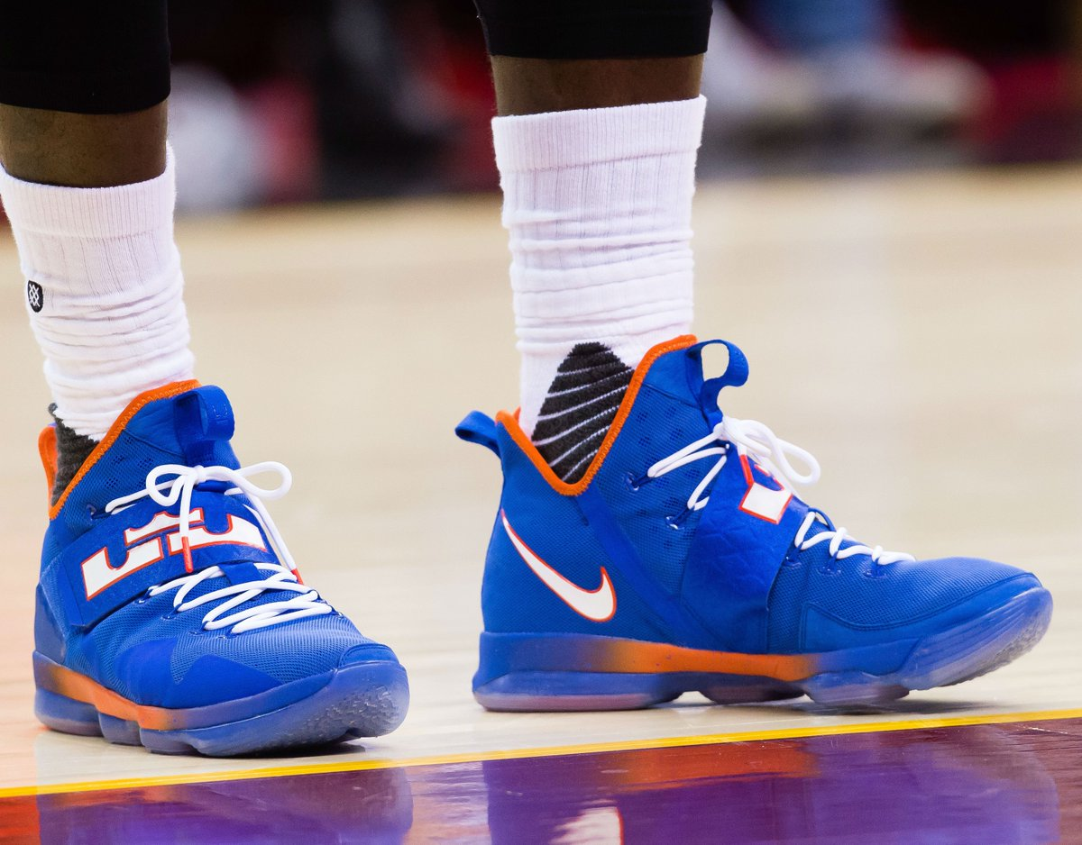 e333238d328 solewatch   kingjames wearing the