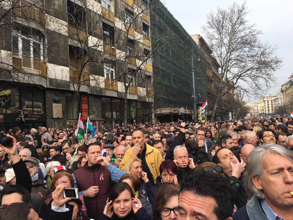 Deafening din, protest organiser says only way opposition can be heard by Orbán, chants of Viktator!, no scuffles yet