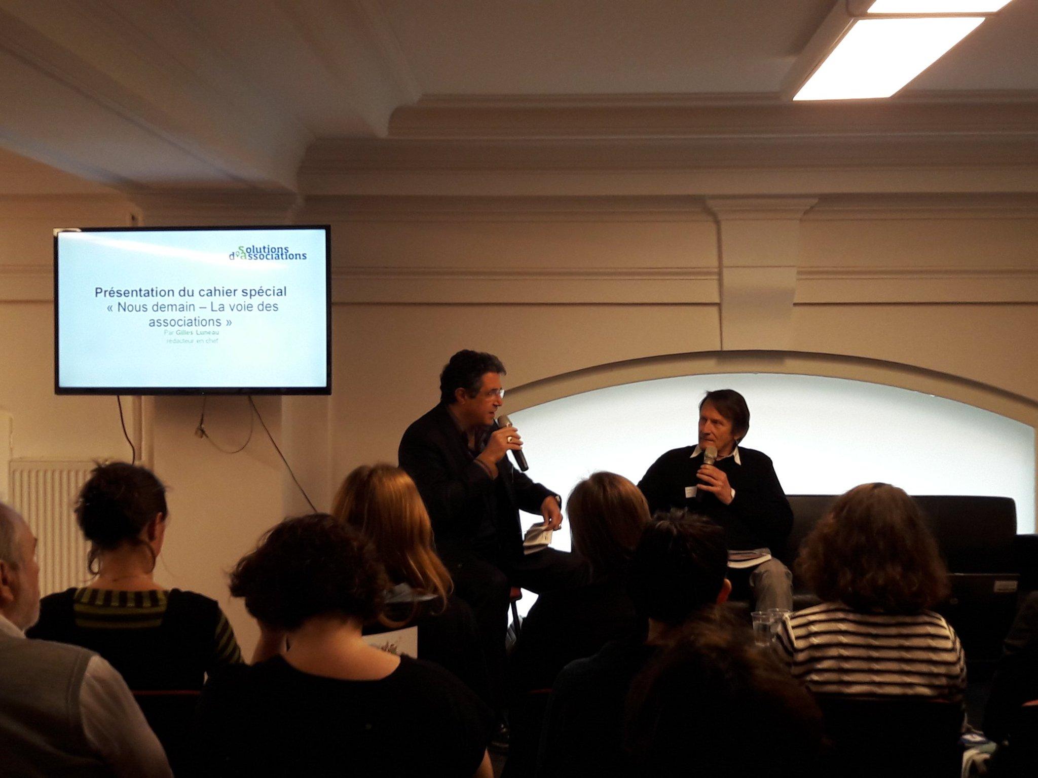 @GillesLuneau présente le supplément a la revue @wedemain dédiée à des #SolutionsdAssociations https://t.co/sm2VJgWjc7