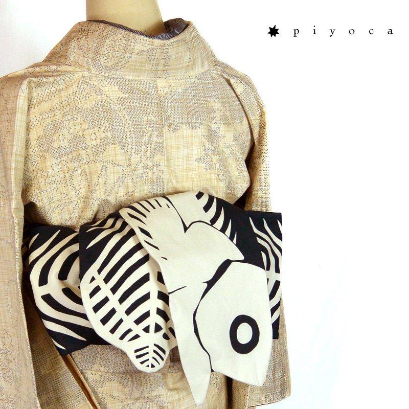 シーラカンスの化石の半巾帯、サンプル完成しました。販売はまだ先ですがツイッターで先におひろめ。デザインフェスタにも持っていきます。 シンプルだけど味のある帯に仕上がりました。 #着物 #kimono #デザフェスvol45
