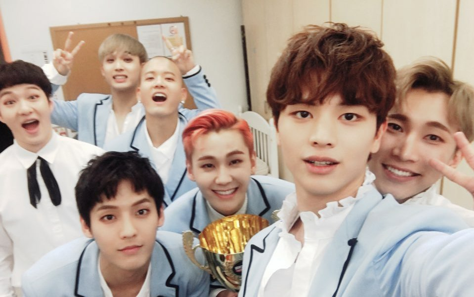으아아아우ㅜㅜ #BTOB #MOVIE 챔피언송 수상!👏👏항상 빛나지만 오늘은 더더더!! 빛나 보이는 퍼렁퍼렁한💙💙 #비투비 추카추카츄🎉 #멜로디 감사합니다~😙 #비투비클라쓰