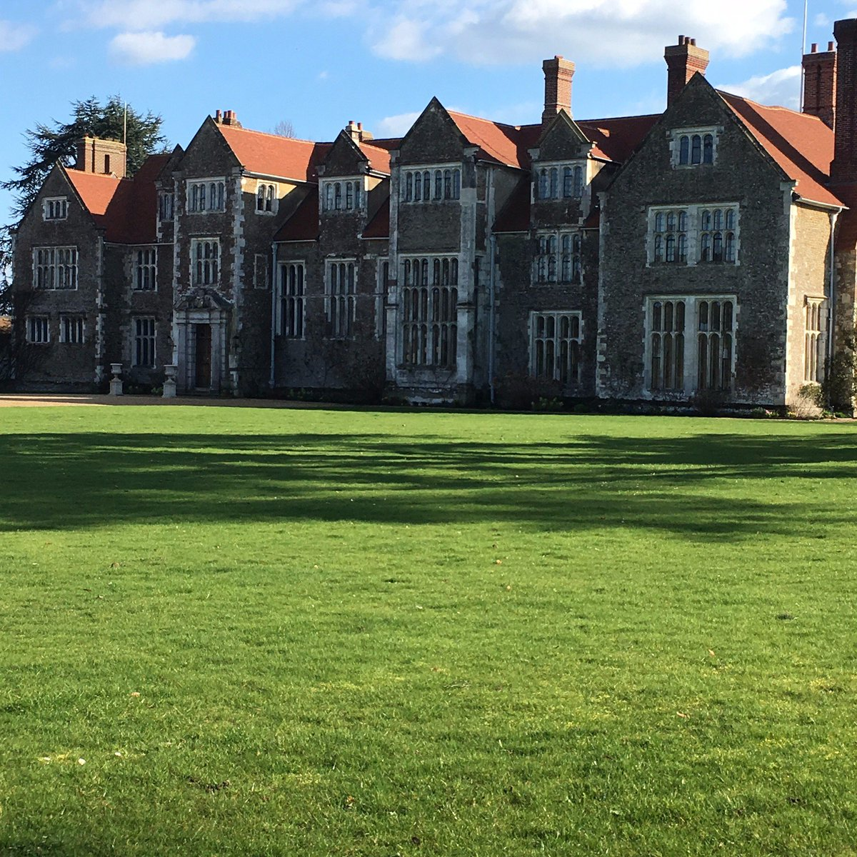 RT @deans_court Great day @LoseleyPark for the @Historic_Houses wedding workshop. Beautiful sunshine and extremely interesting speakers ☀️