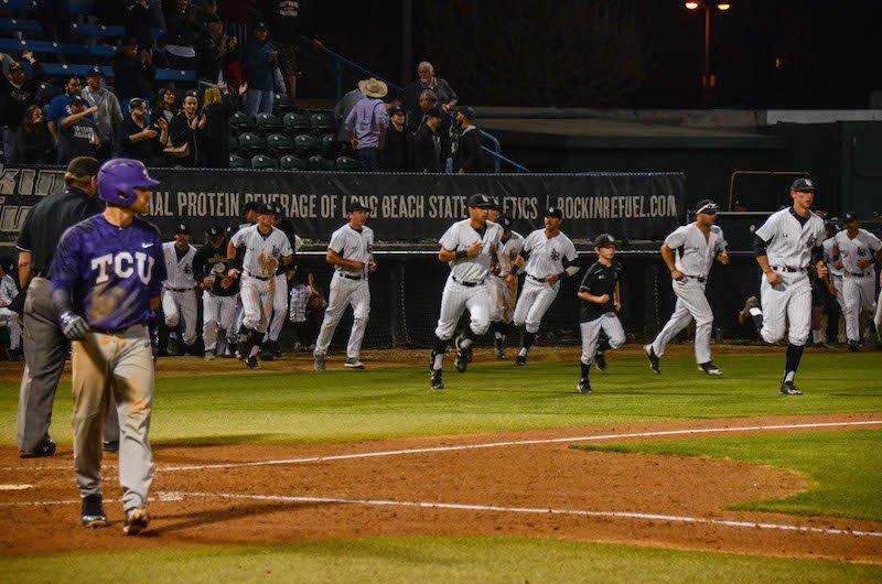 .@LBDirtbags broke their losing streak by defeating @TCU_Baseball.  #Sports #LBSU #Baseball #49erNow https://t.co/Yxcf8OR9Zl https://t.co/hcDBa9MjFa