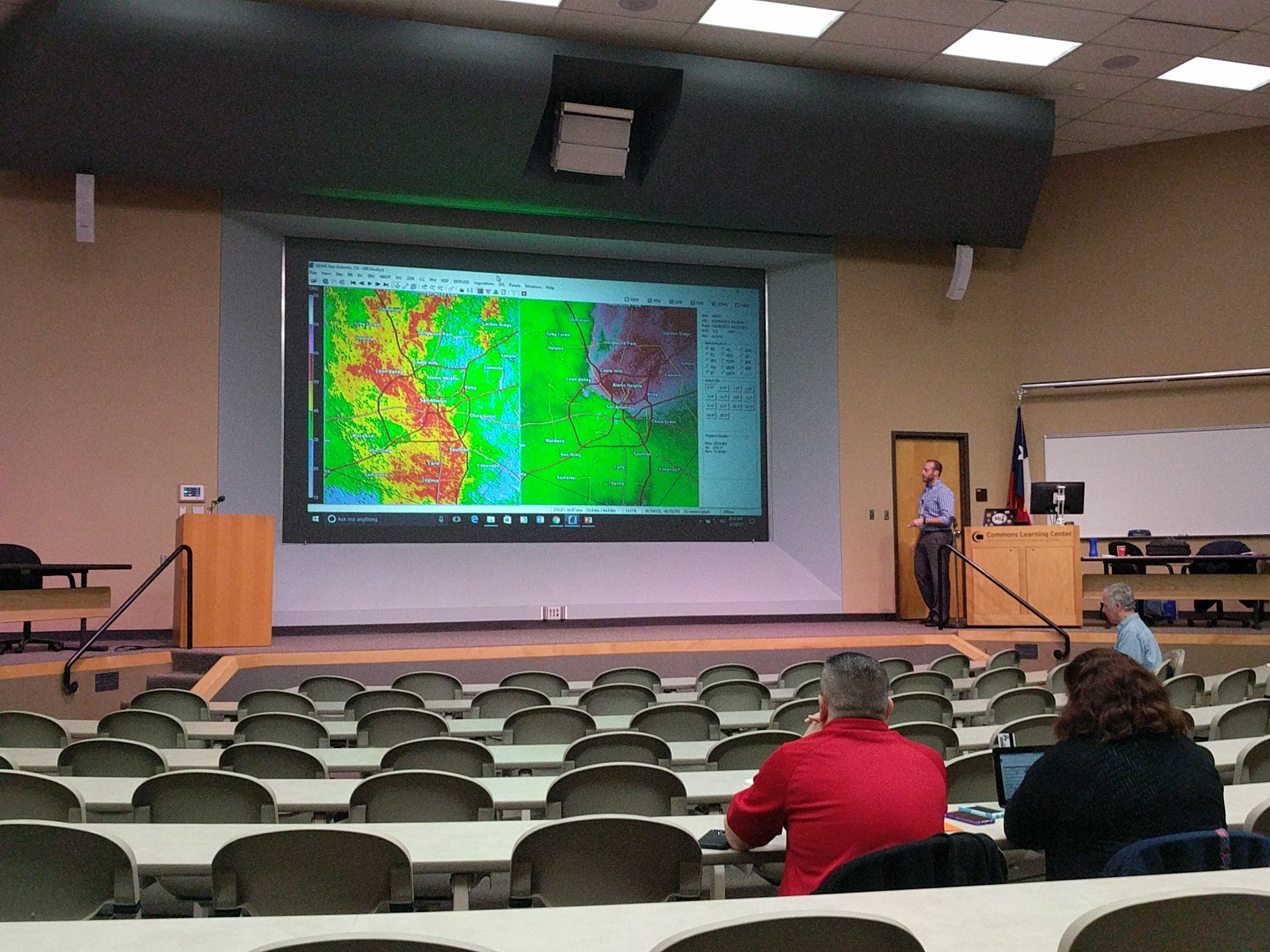 .@bmw_9109 teaching the GR2Analyst short course with the recent San Antonio tornadoes featured from Feb 19! #txwx2017 https://t.co/ZmuNt19NAW