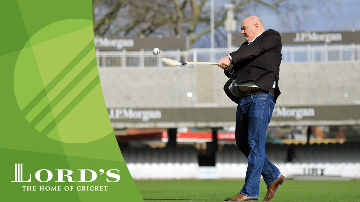 📺  @daraobriain, the Lord's outfield, hurling and a photographer.   What could possibly go wrong? 😂