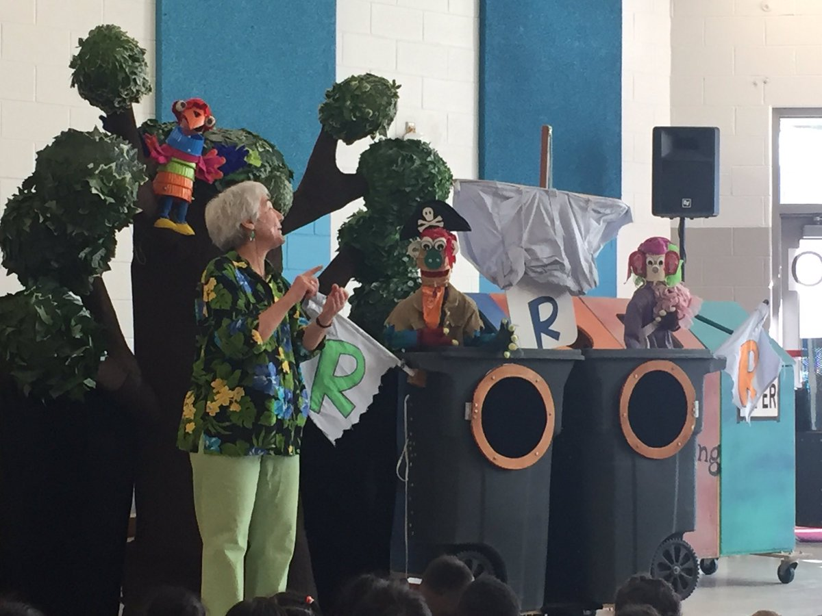 <a target='_blank' href='http://twitter.com/Abingdon1st'>@Abingdon1st</a> students learn the importance of recycling from these puppets made of recycled items <a target='_blank' href='http://twitter.com/AbingdonGIFT'>@AbingdonGIFT</a> <a target='_blank' href='https://t.co/OjRP7TGSnn'>https://t.co/OjRP7TGSnn</a>