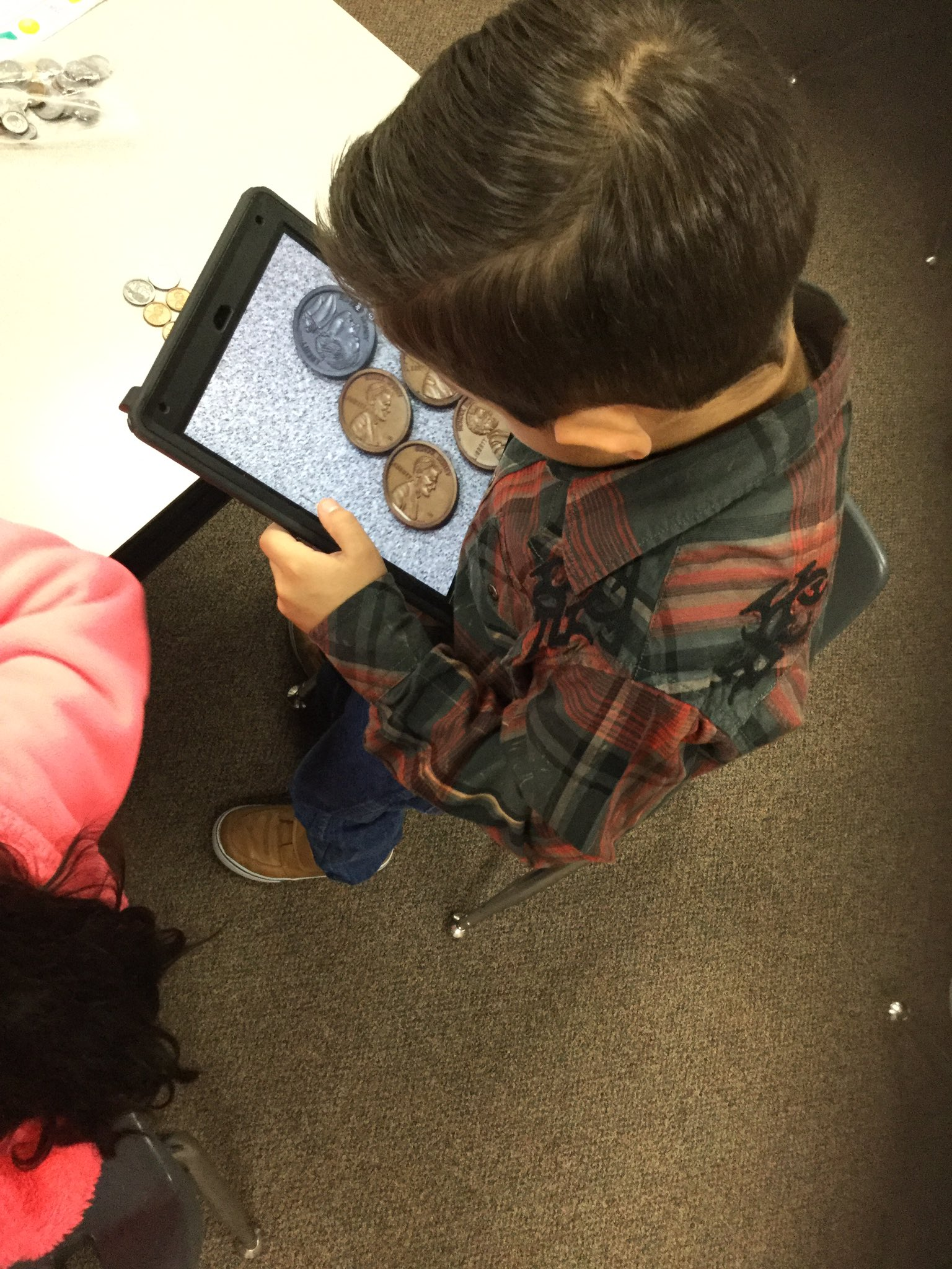 #TravisTigers 1st use coins and @ChatterPixIt to explain how much money they will use when they go shopping. @DianaTruesdale @gccisd_edtech https://t.co/jmtk4Qncfj