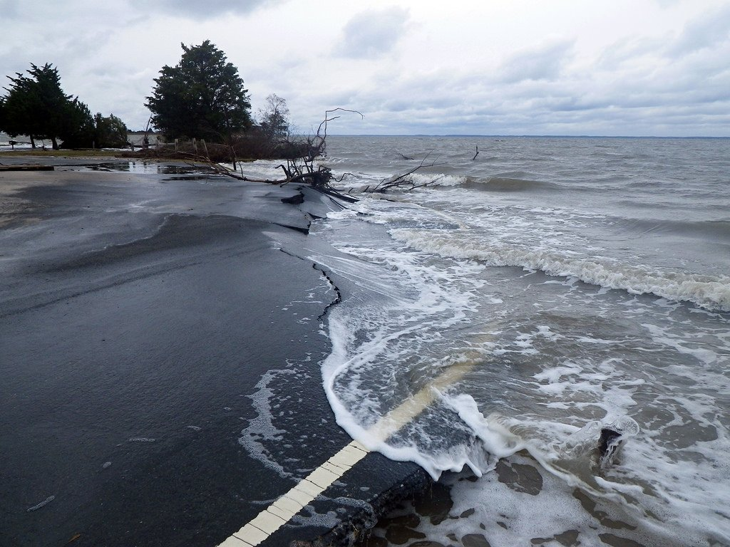 Mythbusting #climate fact: Sea level rise is not only continuing, it's speeding up.  https:// skepticalscience.com/sea-level-not- rising-intermediate.htm &nbsp; …  #ActOnClimate<br>http://pic.twitter.com/J35Kzp7KHY