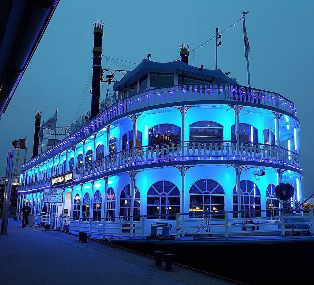 Luisiana Star il battello del Missisipi sul fiume Elba ad Amburgo. #visithamburg #luisiana…  http:// ift.tt/2mkNNsG  &nbsp;  <br>http://pic.twitter.com/OxnMJ5PT8Q