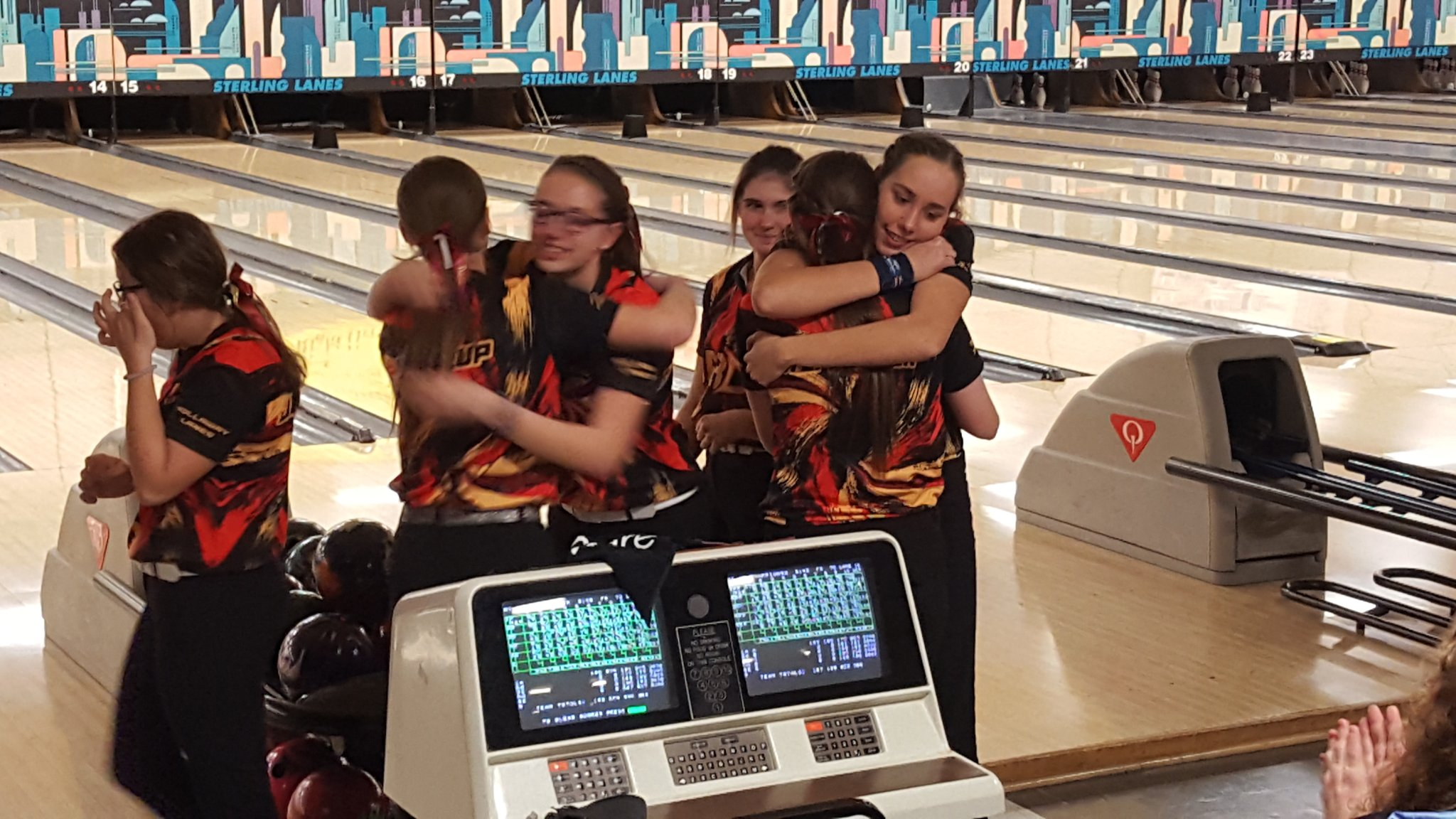 Davison girl bowlers state Champs again!!! 5 the trophy in 6 years!!! https://t.co/cFkFAWumbR