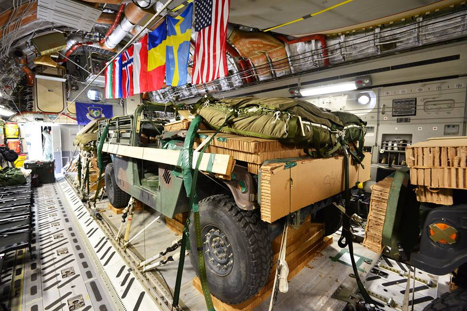 2 M1097 Humvees  and  2 M119 Howitzers are loaded up in Hungary and dropped into Germany during #PeacemasterUnity