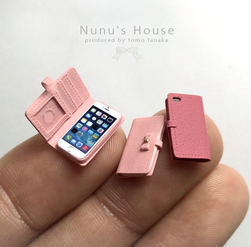 スマートフォンケースを作りました。スマホ本体はiPhone画面を加工印刷しただけの簡単な物です。 pic.twitter.com/s400ULfxV1