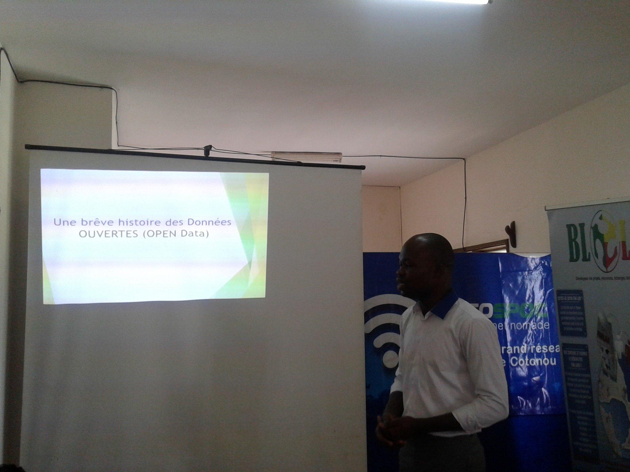 Brève histoire des données #Data avec @seigla ici au #OpenDataDay #Cotonou. #wasexo cc @ab_benin @blolab_cotonou https://t.co/7I03zBBYEC