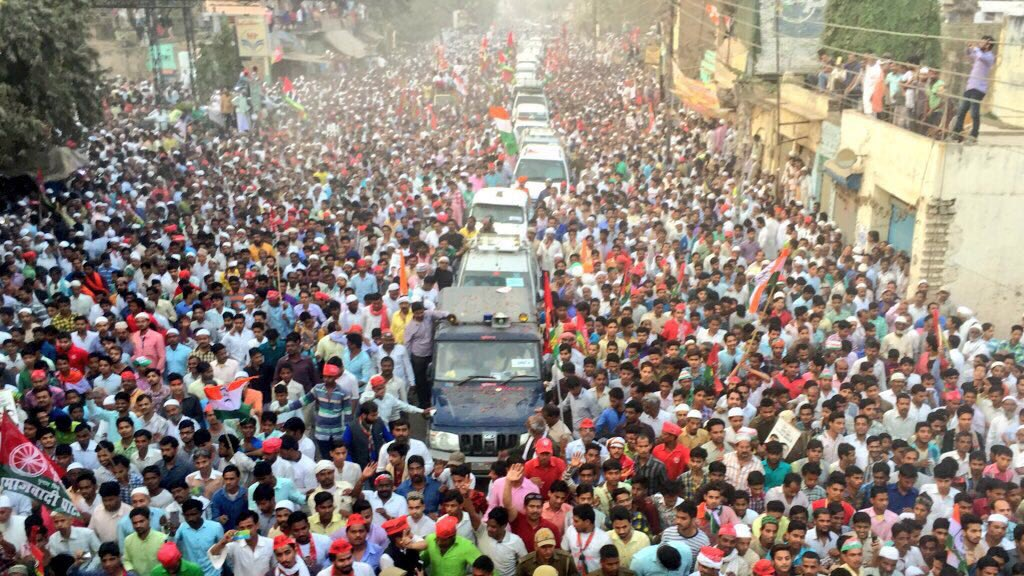 Just in case your television does not show these pictures to you tonight :) #Fantastic_Rahul_Akhilesh https://t.co/g7ddMIDhdb