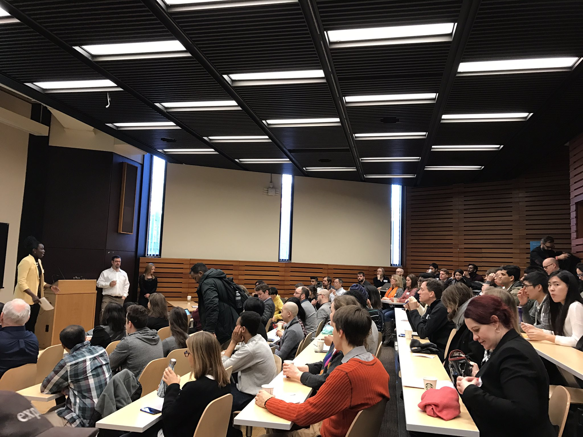 Stoked to take part in #CodeAcrossTO today! Great crowd of participants. https://t.co/IiqLYr17AX