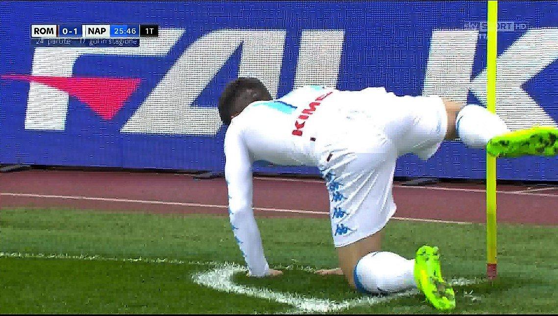 Calcio Serie A, anticipo Roma-Napoli 1-2: Mertens e Reina protagonisti (VIDEO)