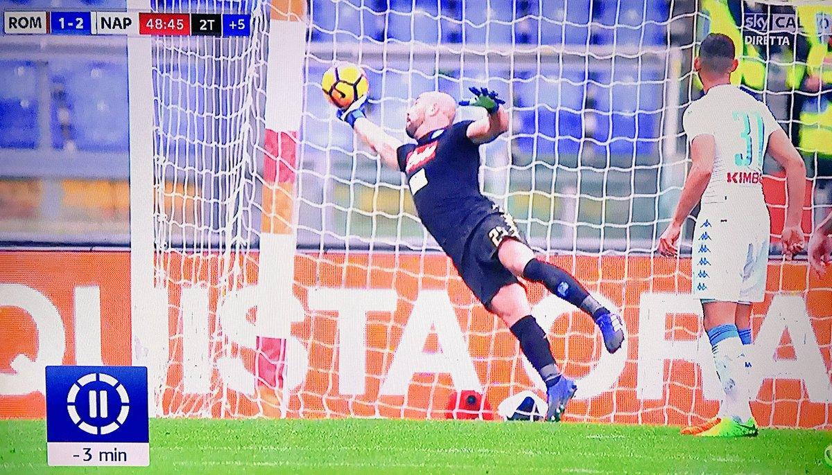 Serie A: Napoli vince a Roma, doppietta Mertens, ride la Juventus