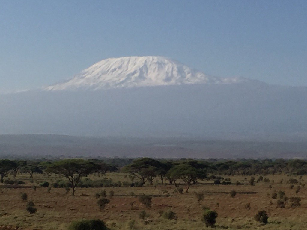 I don't think I have ever seen her quite so glorious - Her Majesty Mt Kilimanjaro this morning RT https://t.co/n1DNf4Jqc4