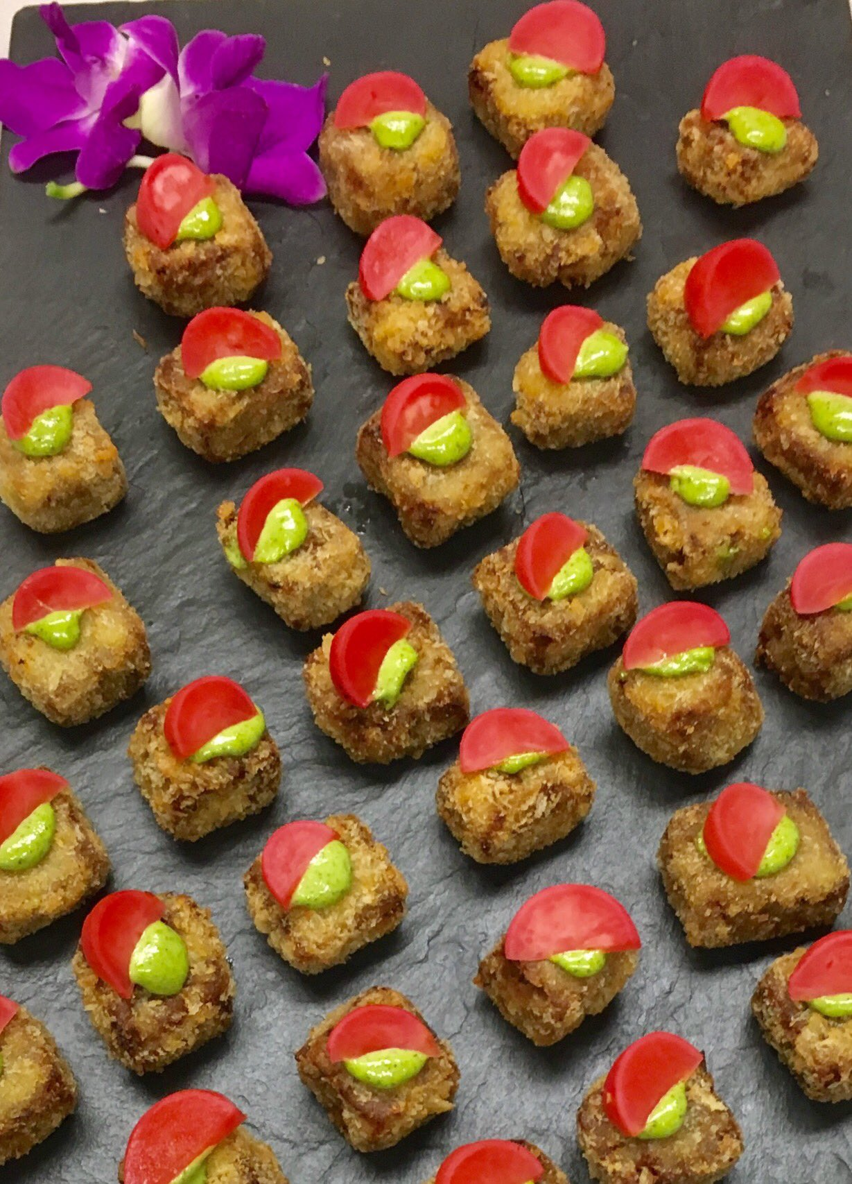 BBQ duck croquette with green onion aioli and pickled radish. #GLOWgala https://t.co/k0PB2A4m0x