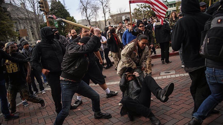 Huge brawl breaks out between pro and anti-Trump protesters in US. Arrests made