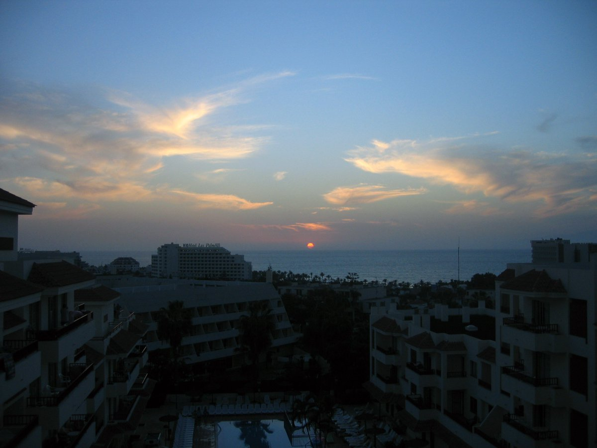 Sunset in Playa De Las Americas #Tenerife #CanaryIslands https://t.co/eHsYFDmU7P