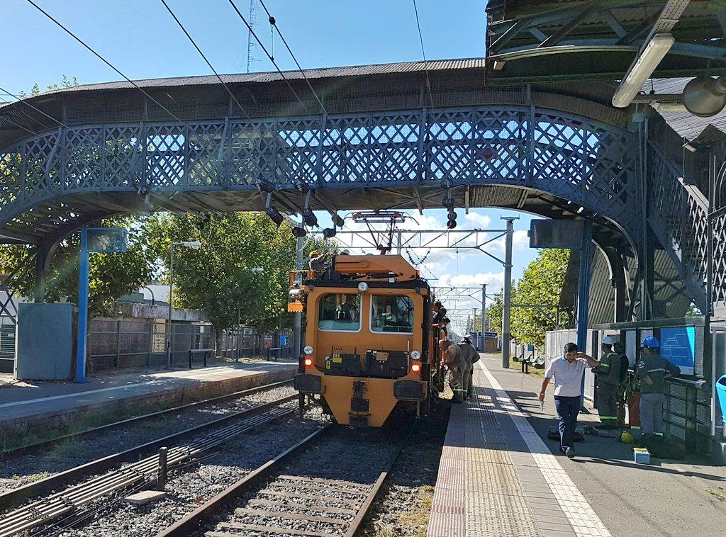 Terminando últimos retoques y en minutos catenaria con  energía hasta City Bell #TrenRoca https://t.co/XyxwqdYLBT