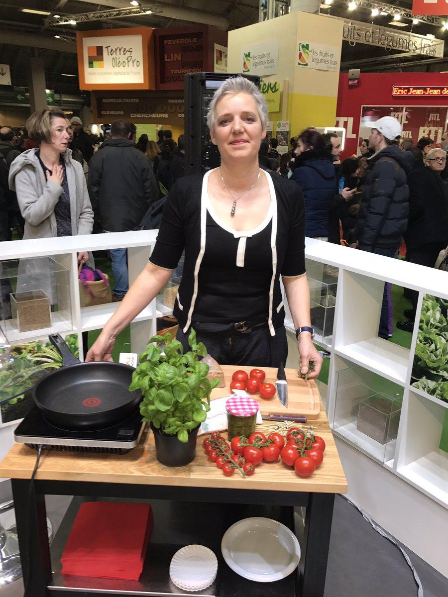 Birgit Dahl (@Cookingout) nous prépare un burger de tomate revisité ! https://t.co/m7LcDb2Ah4