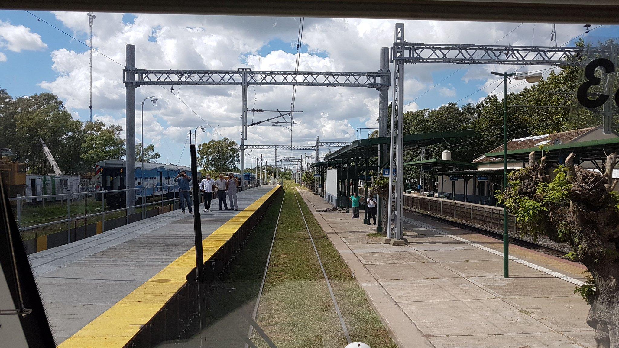 #VillaElisa #TrenRoca 1er tren eléctrico 👍 https://t.co/yqTdxHvJgK