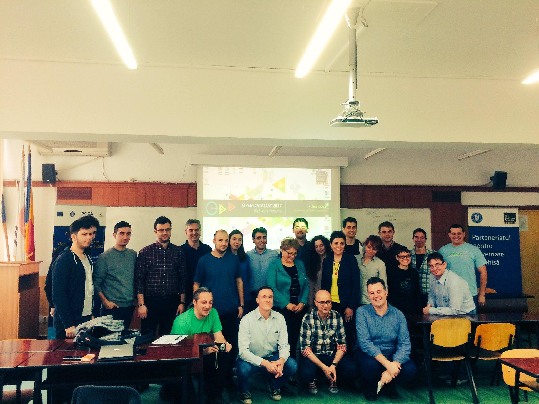 #OpenDataDay Hackathon in #Bucharest, creative ideas and cool data design  #ODD17 #opendata @ASE_Bucuresti https://t.co/QJm3RQ31M3