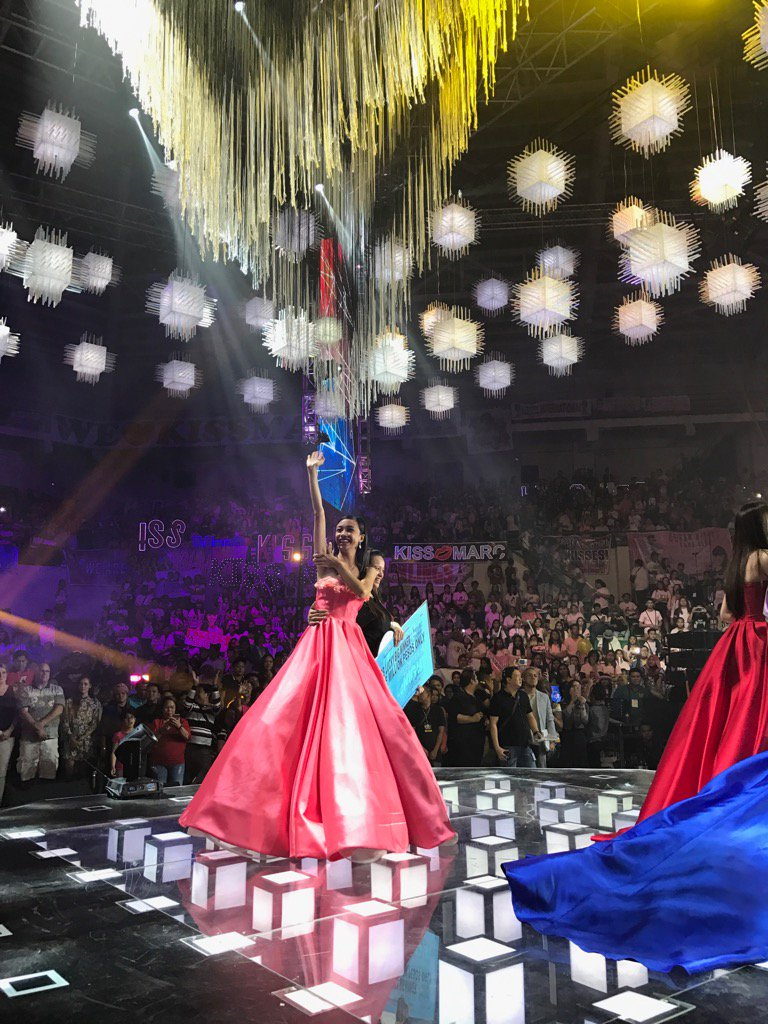 Big winner Maymay waving to her supporters! Very grateful to them! https://t.co/7aLYbuLJ76