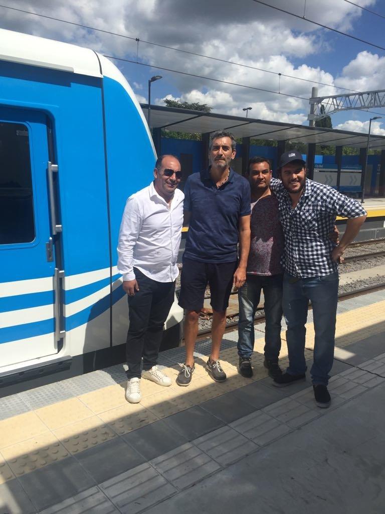 "Randazzo se apareció en la ""marcha blanca"", viaje de prueba, del tren eléctrico a City Bell. https://t.co/8gRS2JeFlP"