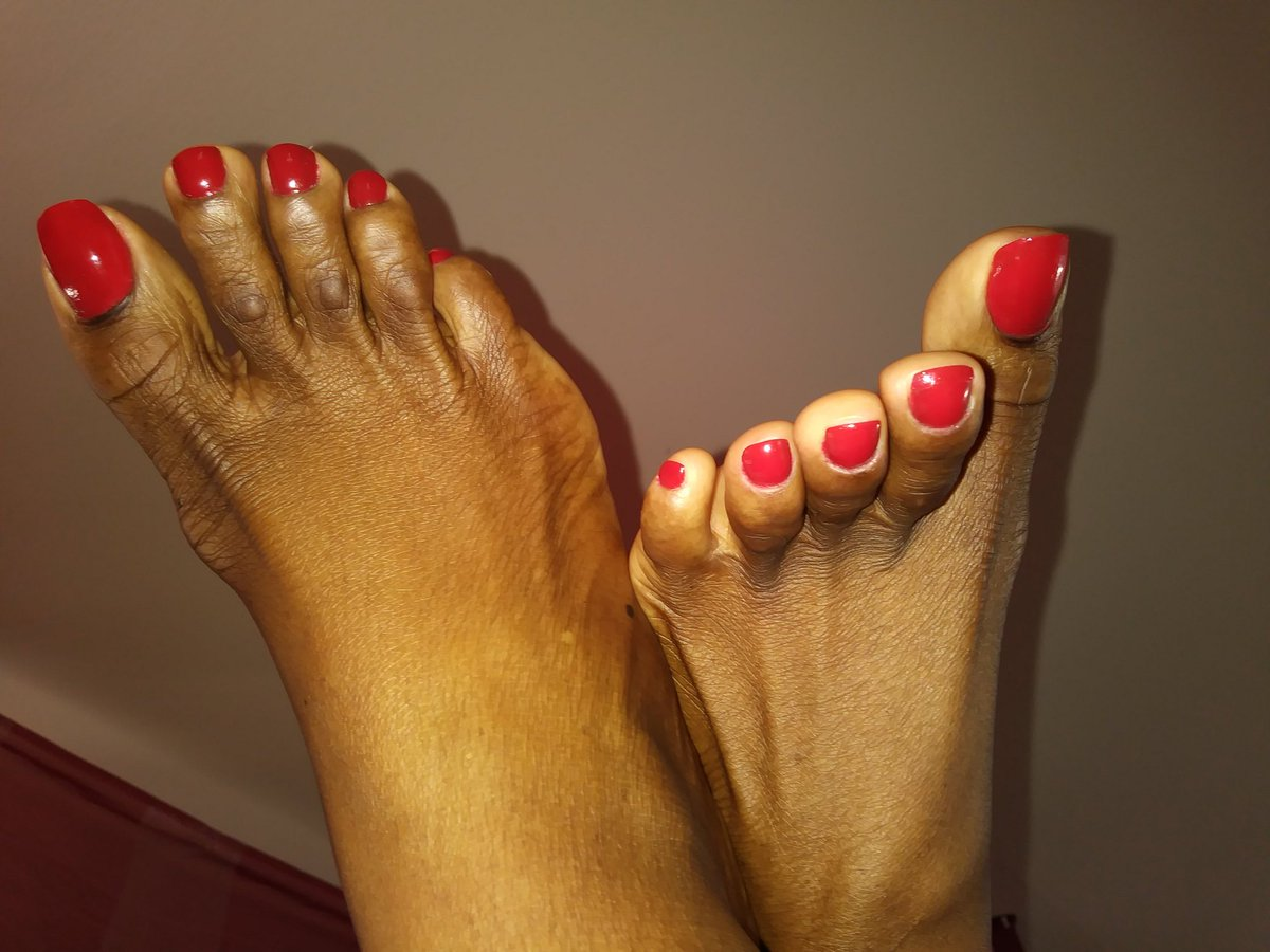 I don&#39;t know what happened to the #footpic but here are My #redtoes at #footparty #footfetish #footworship <br>http://pic.twitter.com/B2t1fwJkkD
